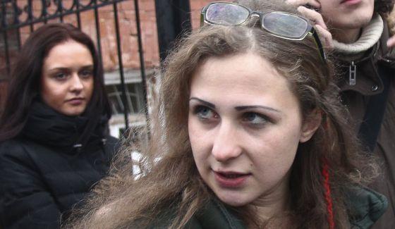 Maria Alyokhina, del grupo Pussy Riot, expulsada de un avión en Barcelona