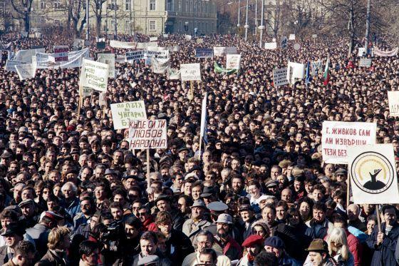 Unas 50.000 personas se manifestaron el 18 de noviembre de 1989 en Sofía por unas elecciones libres.