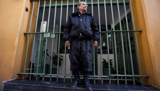 Agustín Chávez, de 66 anos, porteiro no México.
