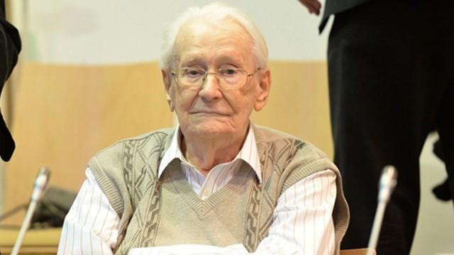 Gröning, de 93 anos, no início do seu julgamento.