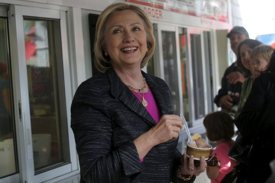 Hillary Clinton come un helado en New Hampshire.