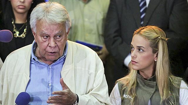González, com Lilian Tintori, mulher do opositor Leopoldo López.