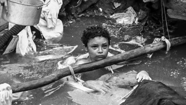 A criança Omayra Sánchez, que morreu depois de ficar atrapada durante três dias