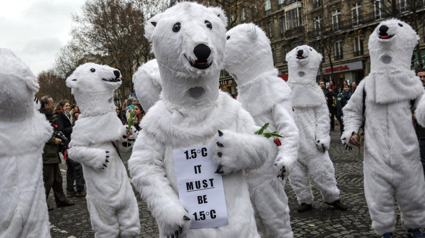Protesto em Paris a favor de limitar o acréscimo de temperatura a 1,5 ºC