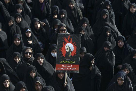 Protestas en Teherán por la ejecución por parte del régimen saudí del clérigo chií Al Nimr.