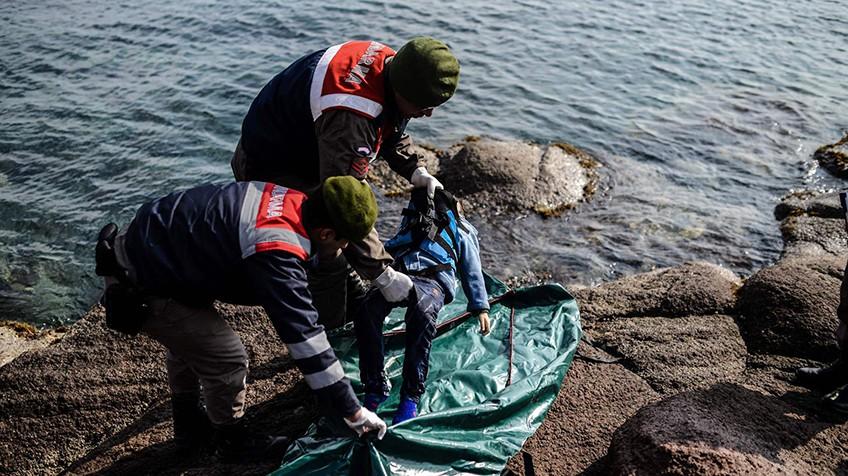 Naufrágio no mar Egeu deixa ao menos 33 mortos