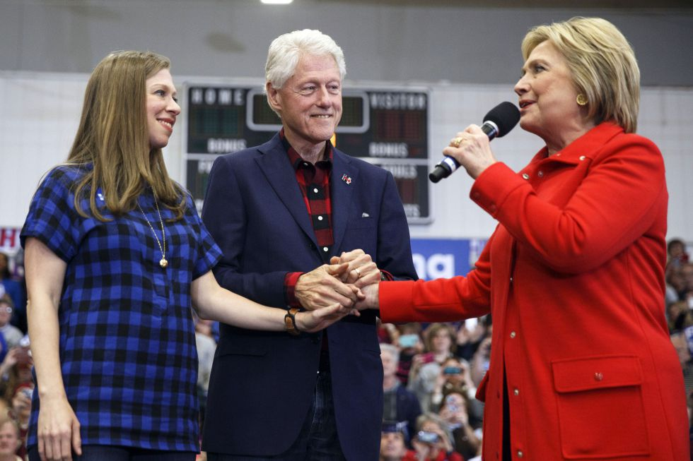 Los Clinton en un evento in Cedar Rapids