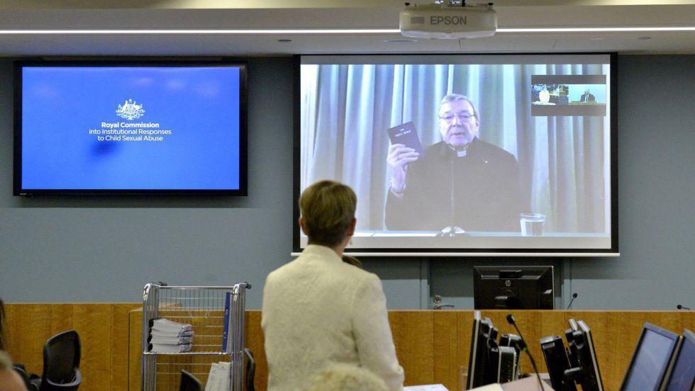 O Cardeal Pell durante seu depoimento por videoconferência.