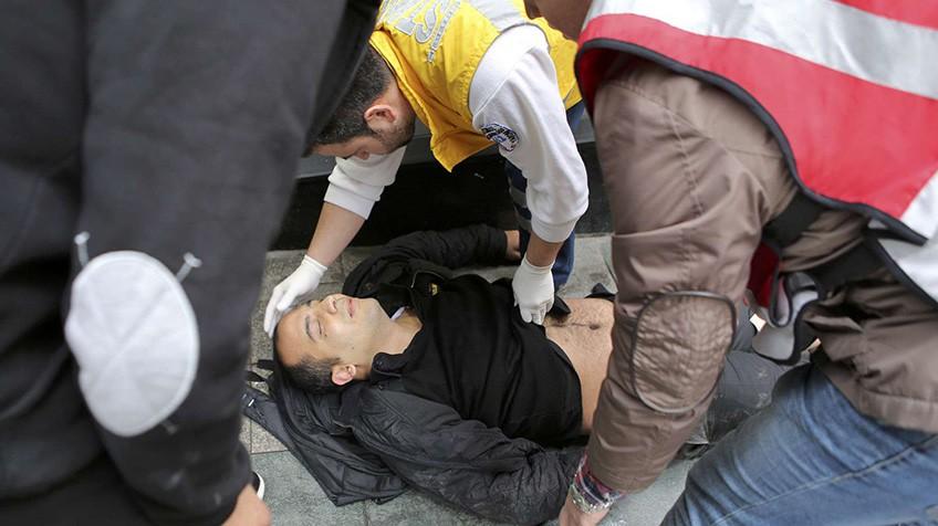 Atentado suicida mata cinco e fere outras 36 pessoas no centro de Istambul