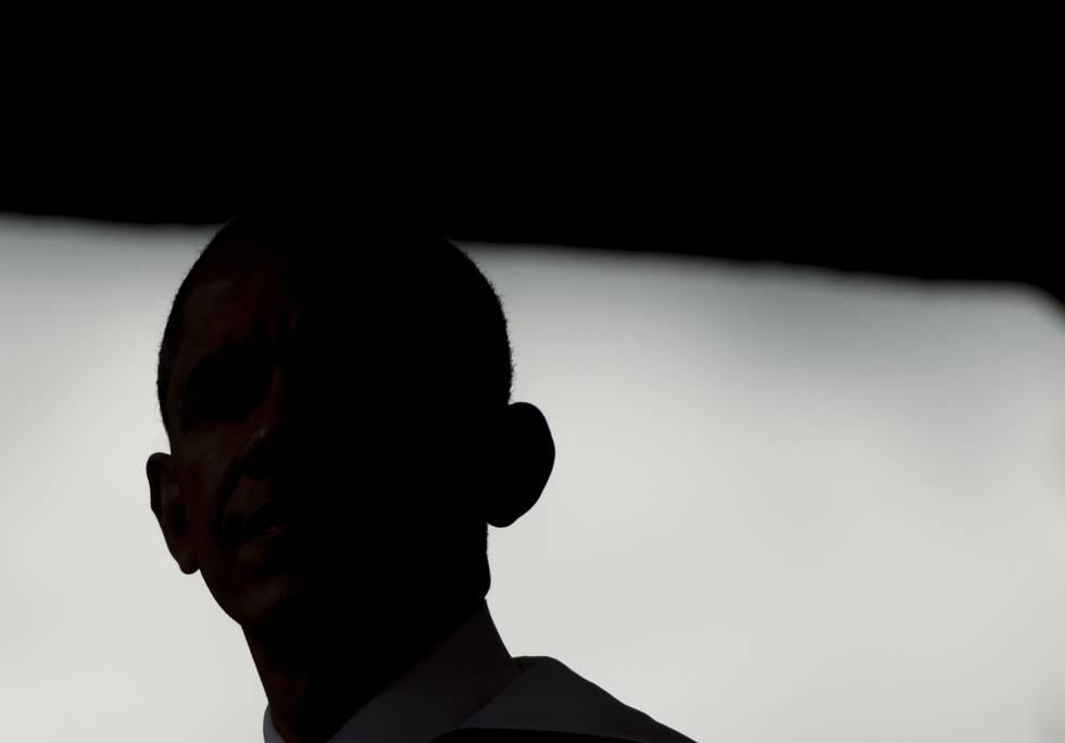 Perfil en sombra de Obama en un acto en Washington el 7 de mayo.