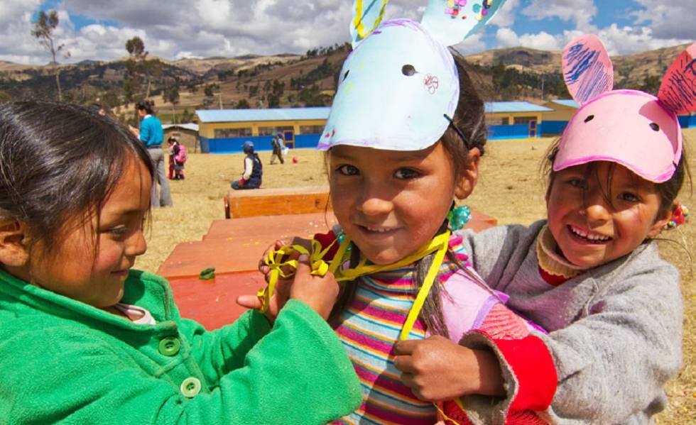 Niñas jugando en una escuela de Andahuaylas, uno de los lugares más pobres del Perú.