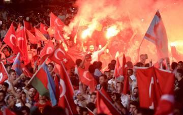 Los turcos han salido a las calles varios días a manifestar su apoyo al gobierno.