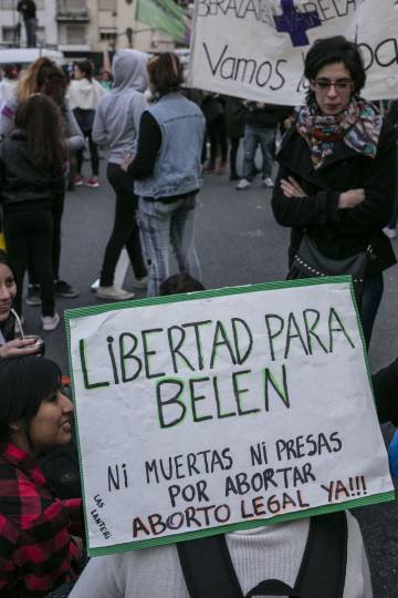 Jovens exigem a libertação de Belém na marcha de #NiUnaMenos.