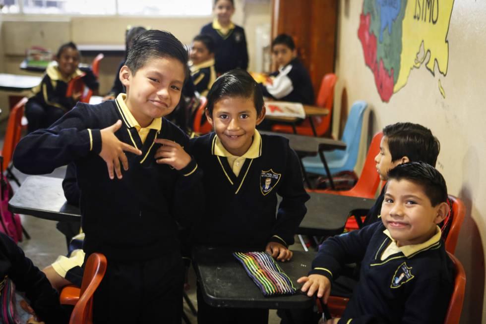 Estudiantes de una de las pocas escuela de Oaxaca donde sí hubo clases.
