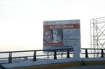 El cartel de un desaparecido en una avenida del Puerto de Veracruz.