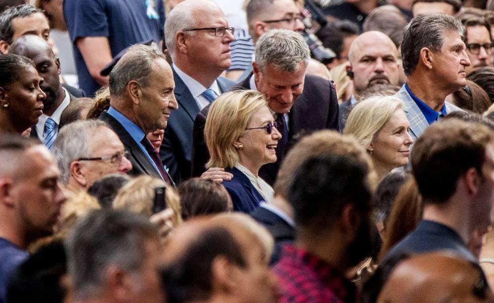 Clinton en la ceremonia del 11-S junto a el alcalde de Nueva York.