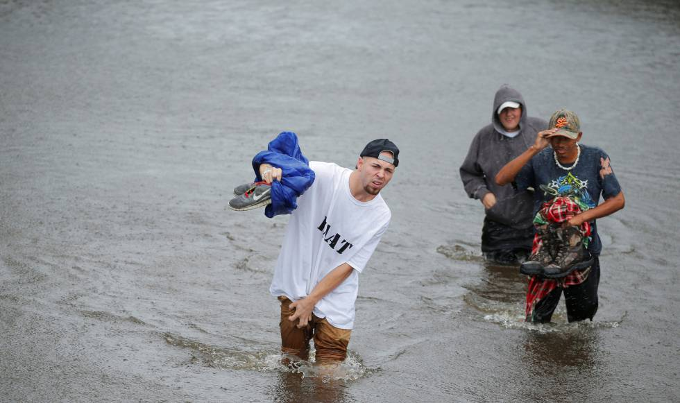 1475958293_168013_1475962415_noticia_normal el huracán harvey pierde intensidad tras tocar tierra en el sur de