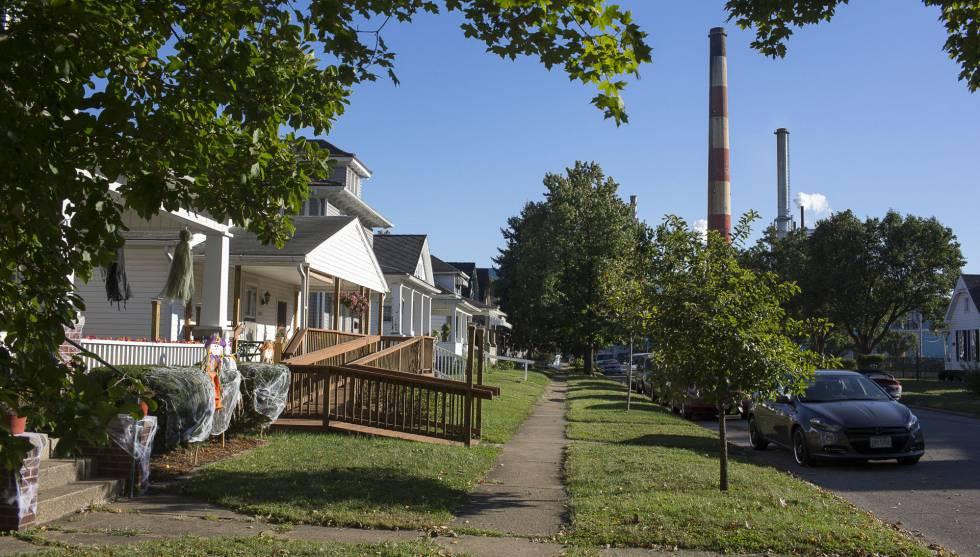 Barrio residencial junto a la fabrica de papel Glatfelter, en pleno funcionamiento.