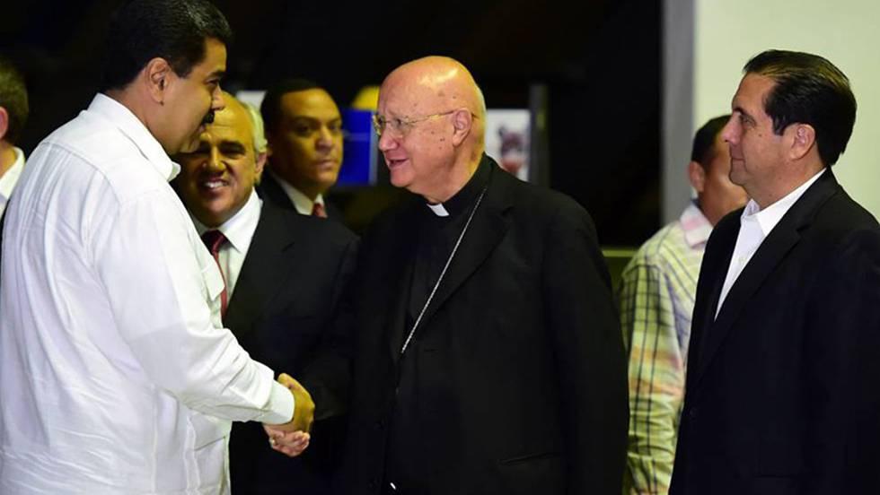 Monsenhor Claudio María Celli com Nicolás Maduro.