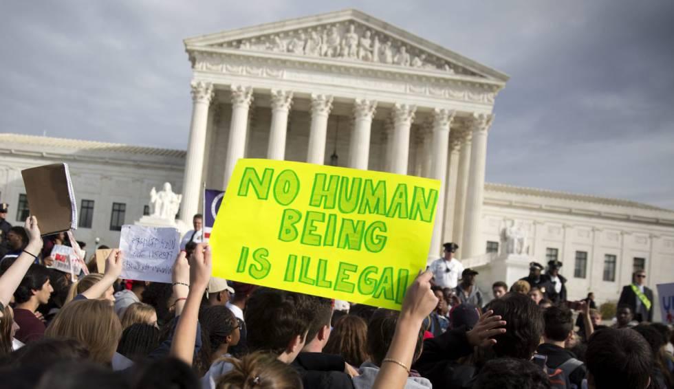 Manifestación ante el Tribunal Supremo contra el presidente electo por sus propuestas migratorias.