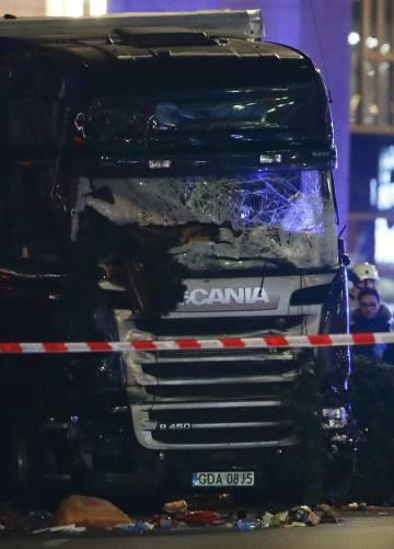 El camión que ha arrollado a la multitud en el mercadillo navideño de Berlín.