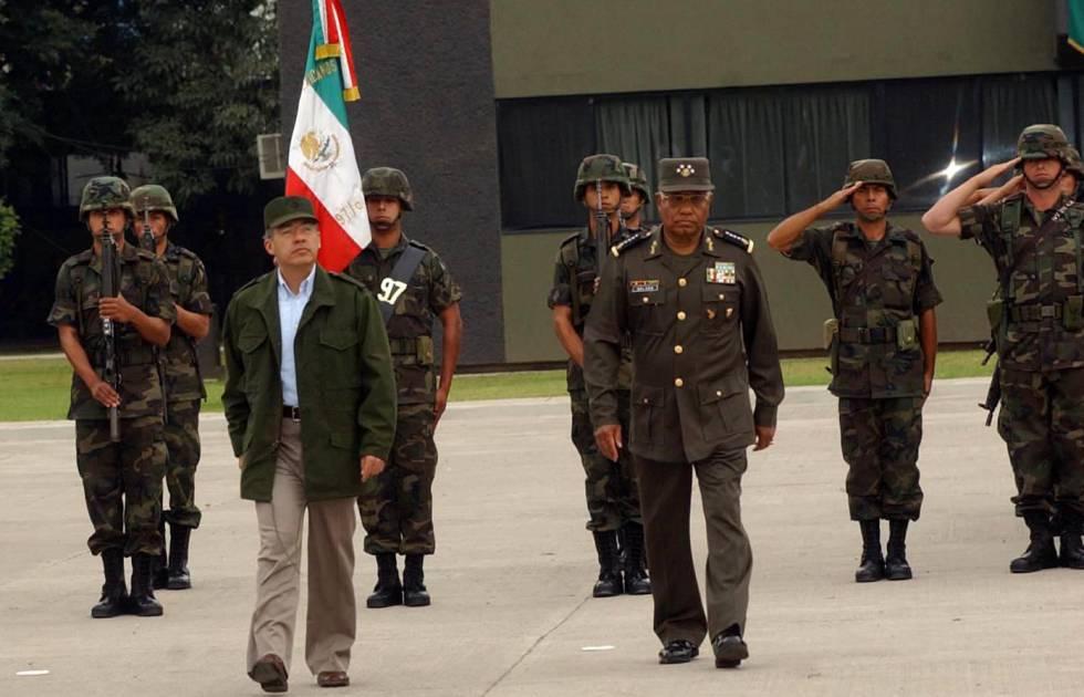 Guerra contra el narco  Y los cuarteles se abrieron en Michoacán ... 1f1d49d0c4b