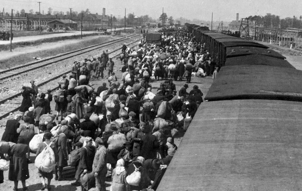 Llegada de judíos al campo de Auschwitz.