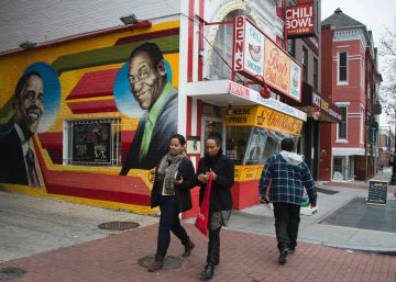 Un histórico restaurante de Washington borra su mural de Obama y Cosby
