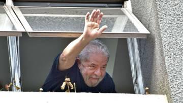 Lula da Silva saluda desde la sede del Partido de los Trabajadore