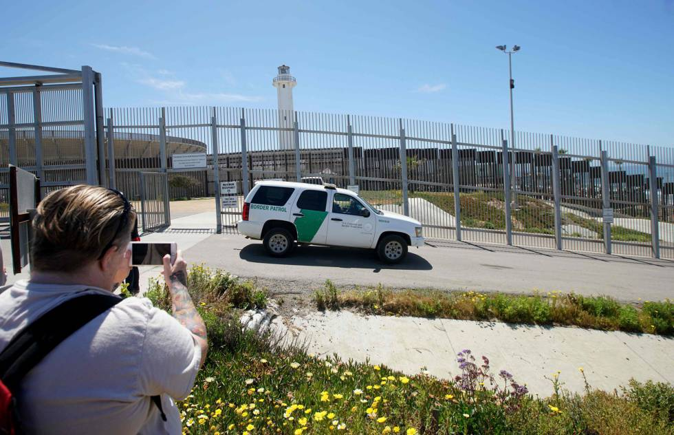 A border patrol car along the California border.