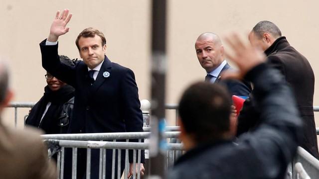 Francia opta por Macron pese a alta abstención