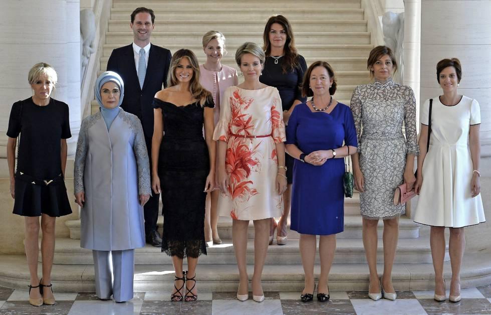 Foto oficial de los cónyuges de los líderes de la OTAN en el Palacio Real de Bruselas.