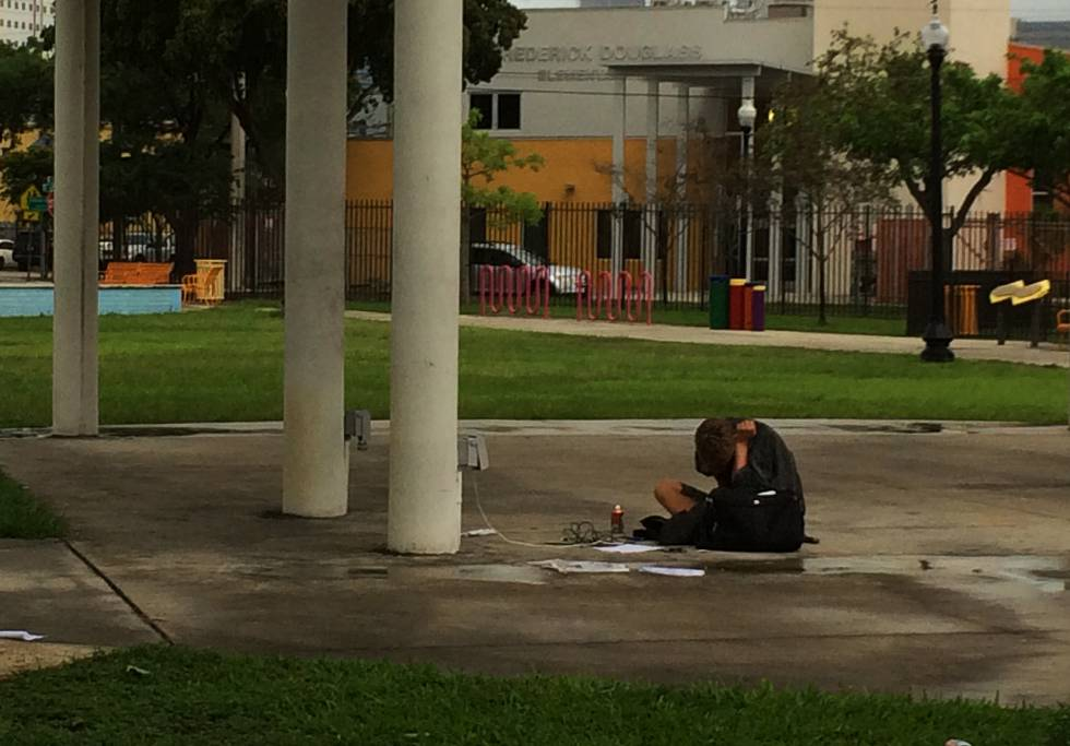 Un joven adicto en el barrio de Overtown (Miami).