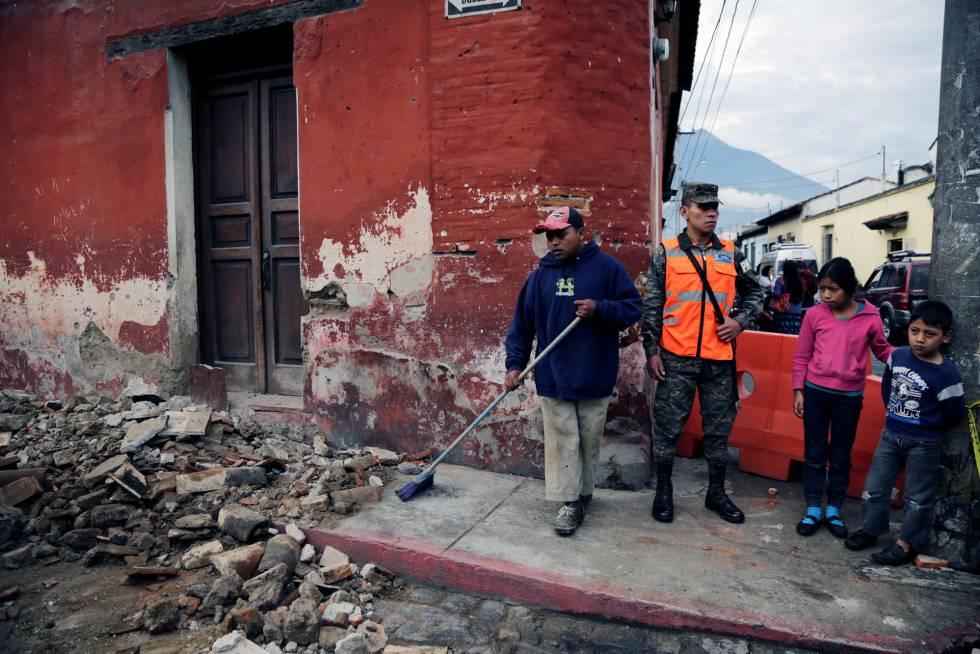 Un Terremoto Sacude Guatemala El Salvador Y Honduras Internacional El Pais