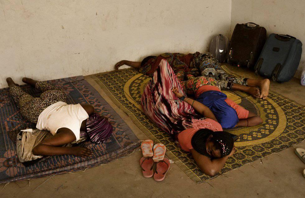 Estação rodoviária de Agadez. Aqui vivem indefinidamente alguns migrantes que esperam o momento de voltar aos seus países de origem ou continuar.