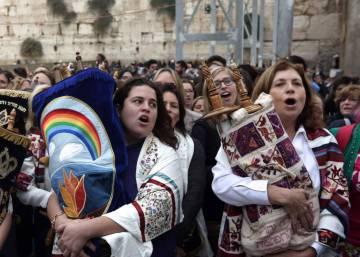 Mujeres judías logran rezar como los hombres en el Muro de las Lamentaciones