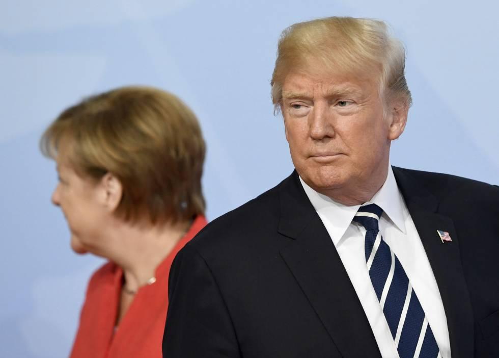 Trump tras saludar a Merkel al inicio del G20 en Hamburgo este viernes.