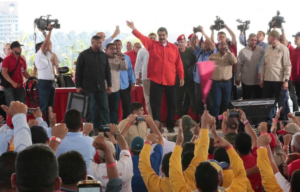 Risultati immagini per Maduro presiona a los trabajadores públicos para garantizar su apoyo en la nueva Constitución