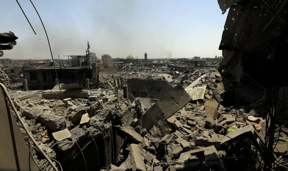 Imagen de los edificios destruidos por los enfrentamientos en Mosul, Irak, este lunes.