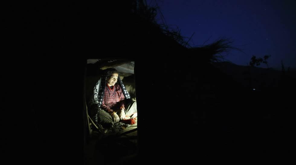 Una mujer con la regla, en una cabaña en Nepal, en una imagen de 2014.