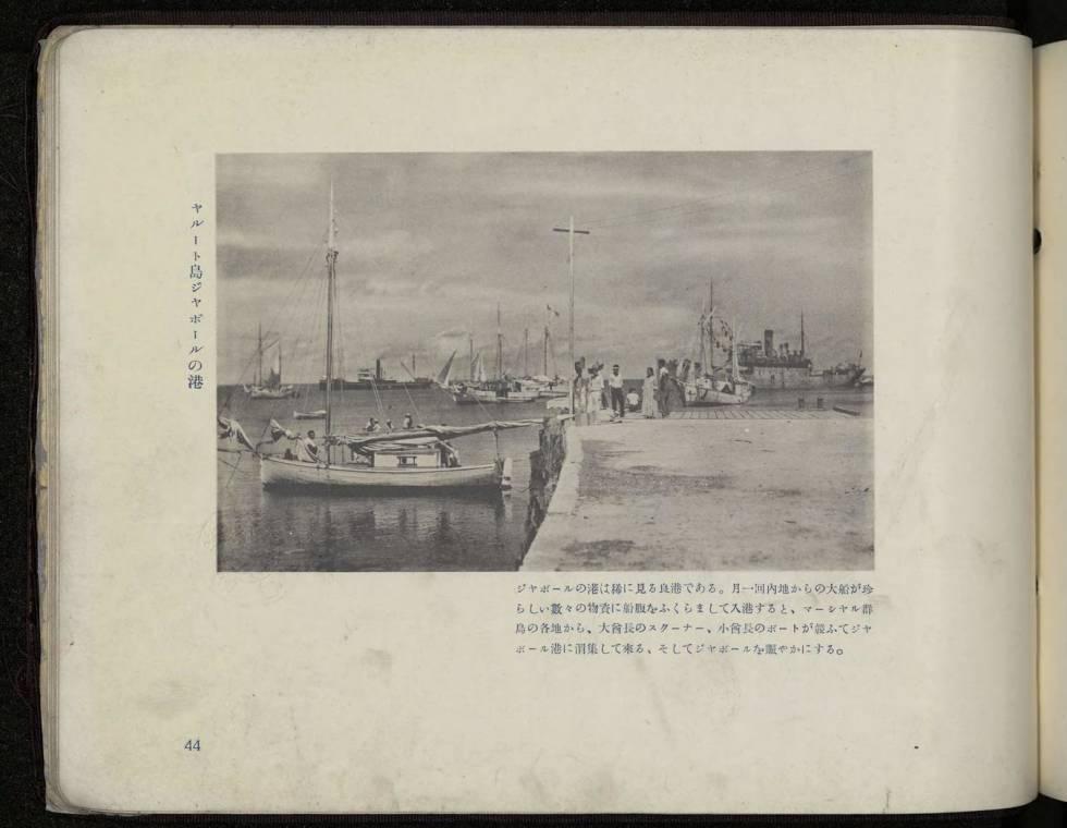 Catálogo japonés de 1935 donde figura la foto del malecón de Jaluit, en las Islas Marshall.
