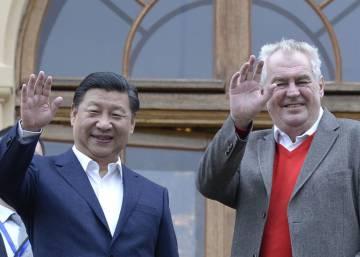China presiona a disidentes en el exterior con la detención de familiares