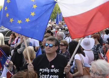 La UE advierte a Polonia sobre sus excesos autoritarios