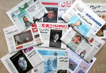 Periódicos publicados este sábado en Irán, con Maryam Mirzakhani en la portada.