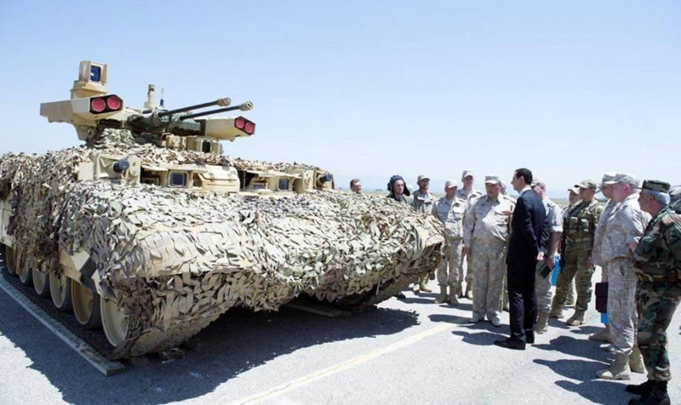 Bachar el Asad visita una base rusa en el oeste de Siria en una imagen sin fechar.