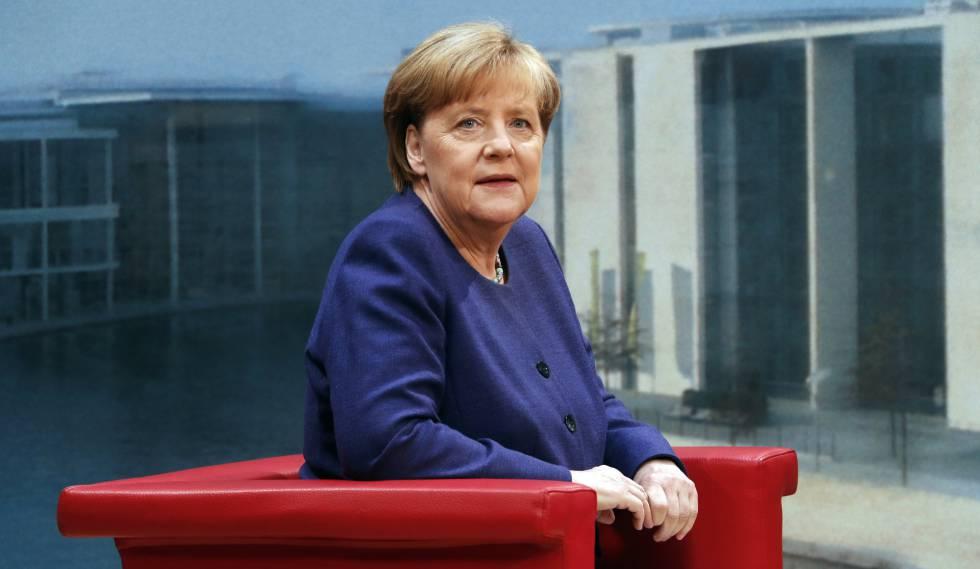 Angela Merkel antes de la entrevista televisiva de este domingo en la sede de ARD, en Berlín.