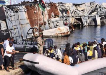 La UE comienza a abordar los barcos que trafiquen con inmigrantes