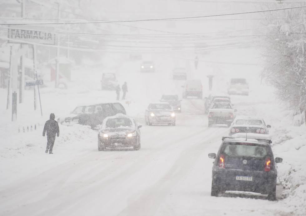 La gran cantidad de nieve caída obligó a diagramar un plan de contingencia en Bariloche.