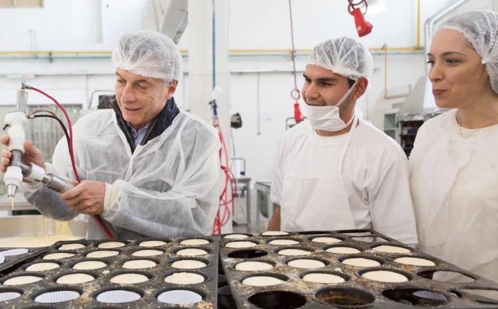 Mauricio Macri y la gobernadora de Buenos Aires, María Eugenia Vidal, visitan una pastelería artesanal, el 9 de junio.