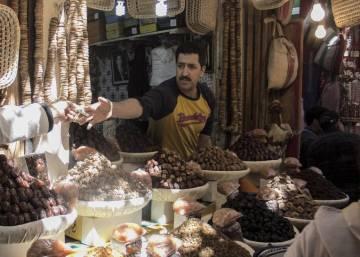 Marruecos frena la tímida apertura del tipo de cambio de su divisa